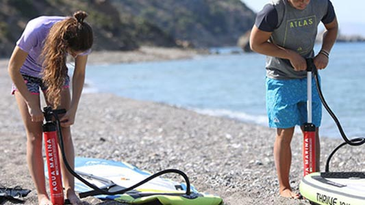 The difference between an inflatable paddle board and a hard board 1