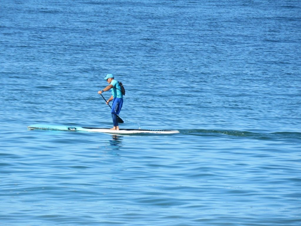 How many calories do you burn in an hour of paddle boarding? 1