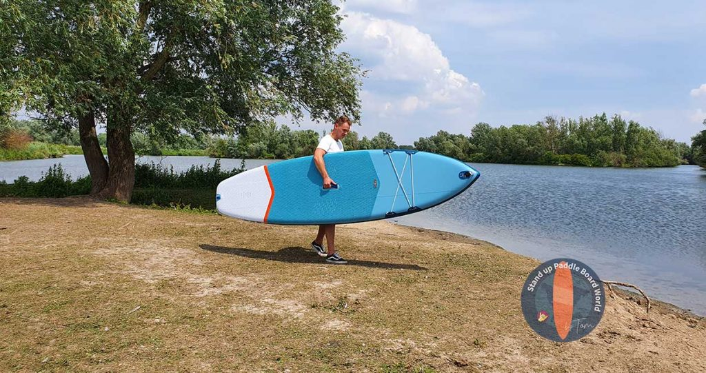 Decathlon-SUP-Board-Tom-Carrying