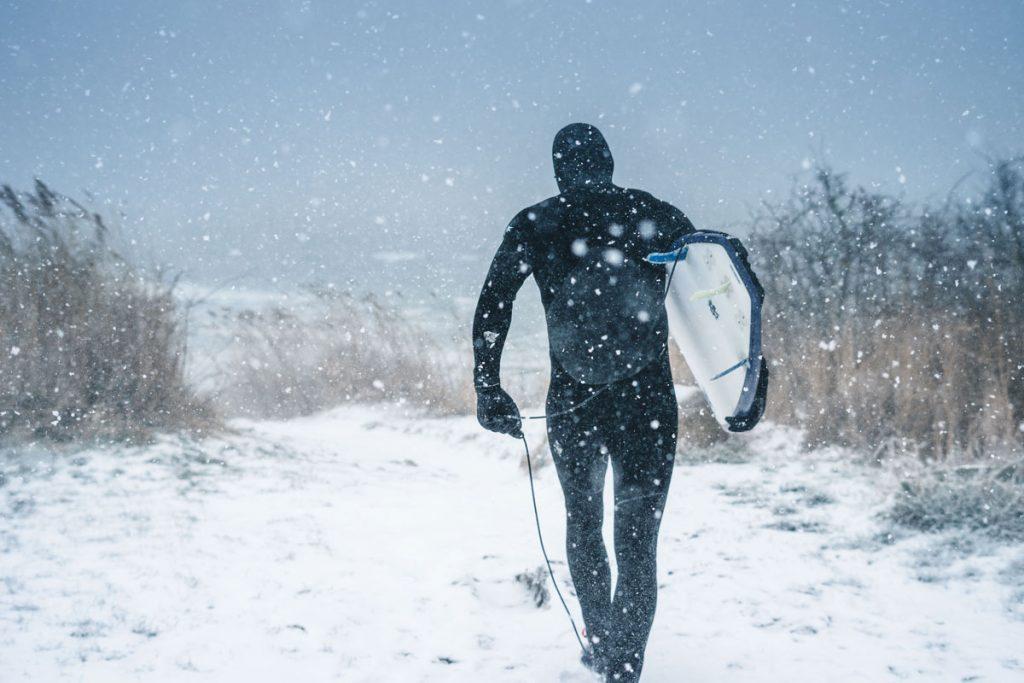 Man-Neoprenanzug-Schnee-Kalt