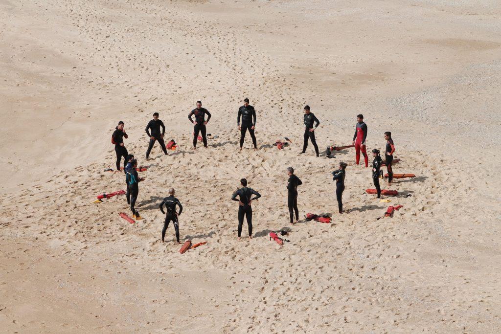 people-circle-wetsuit
