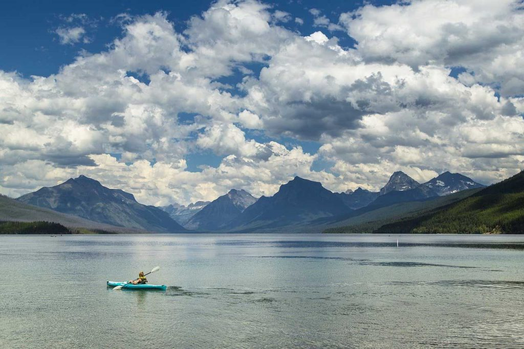 Kayaking-Lake-Mountains
