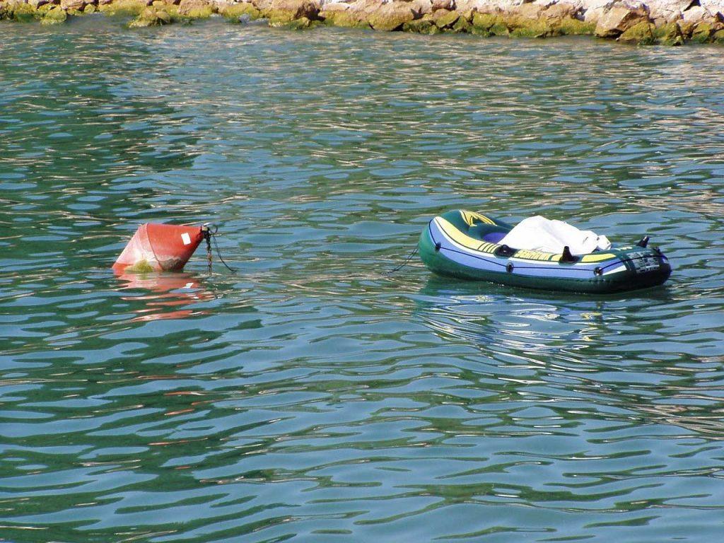 bateau gonflable eau