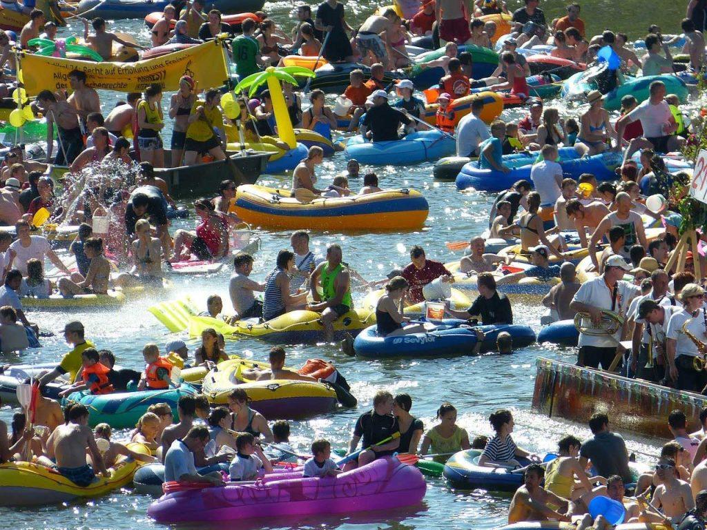 bateau gonflable foule