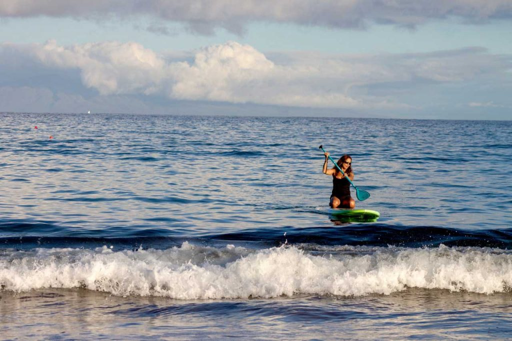 SUP-Surfing-Knees-Relaxing