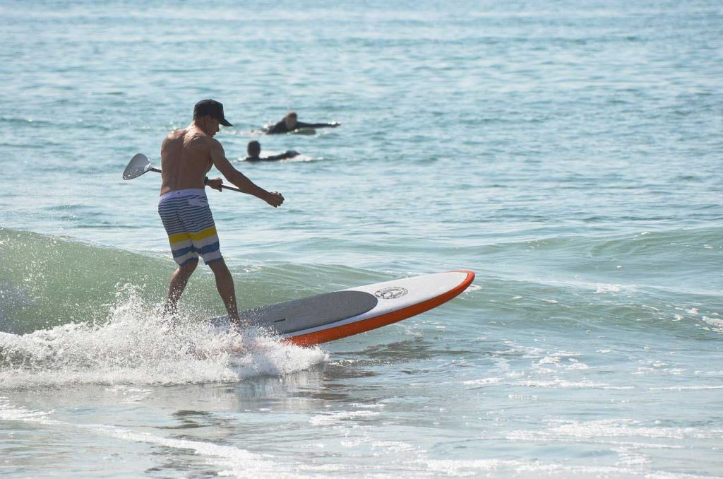 SUP-Surfing-Side