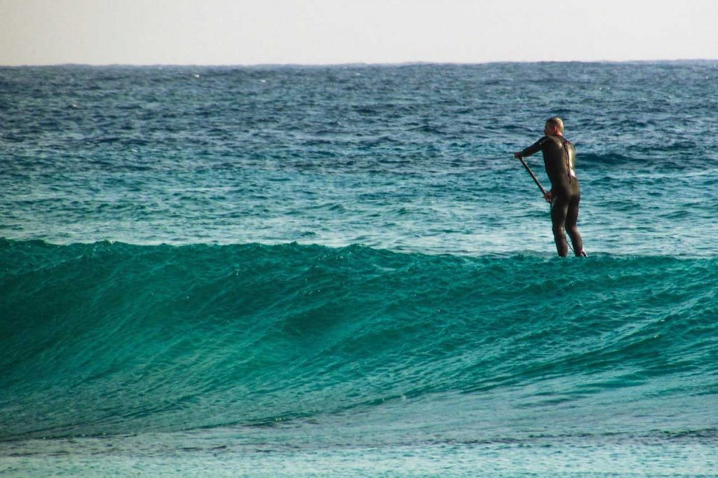 SUP-Surfing-Wave