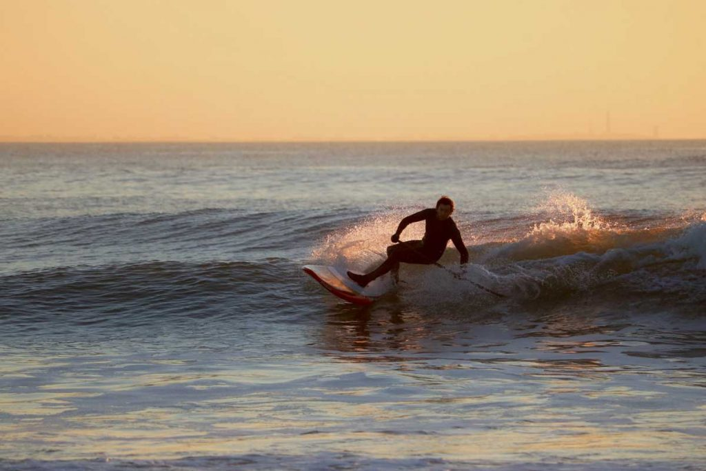 SUP-Surfing-Waves-Sunset