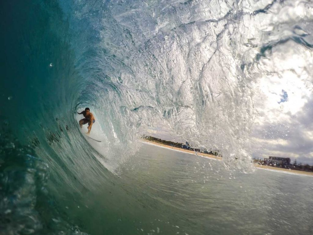 Surfing-Wave-Tunnel