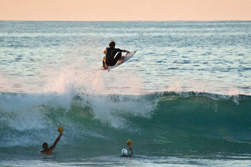 Surfen wetsuit vliegen
