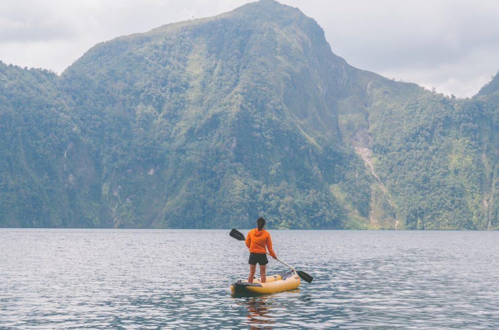 Kayak-Standing-Mountain