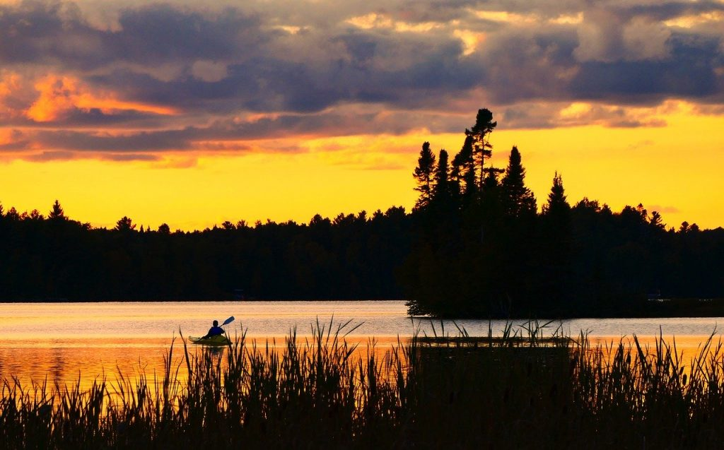 kayaking-sunset-beautiful-landscape
