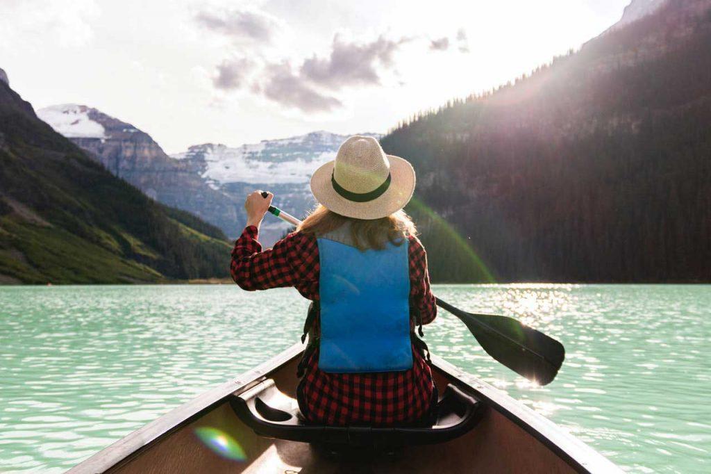Canoe-Rental-Near-Me-Paddle-Woman-Mountain