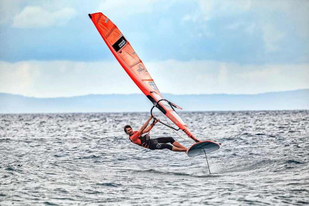 foiling-windsurfing