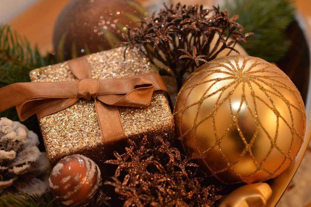 Christmas-Gift-Gold