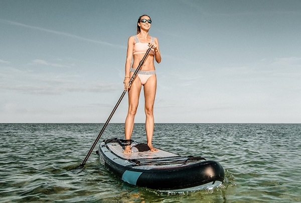Woman-Paddling-with-Blackfin
