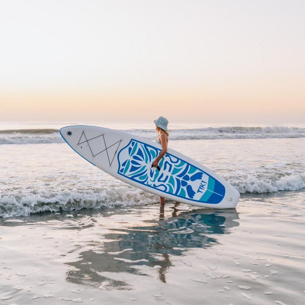 Mejor tabla de paddle surf de yoga FunWater-Tiki-Mujer-en-acción