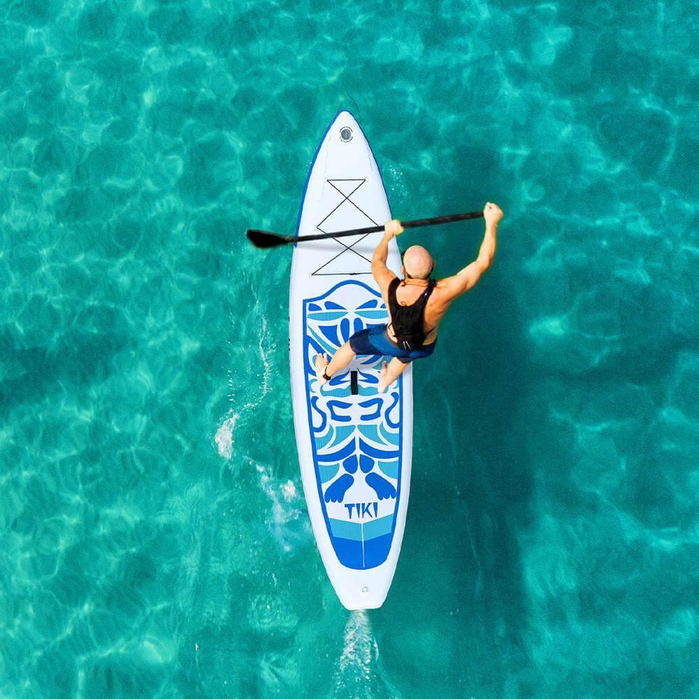 Mejor tabla de paddle surf de yoga FunWater-Tiki-Hombre en acción