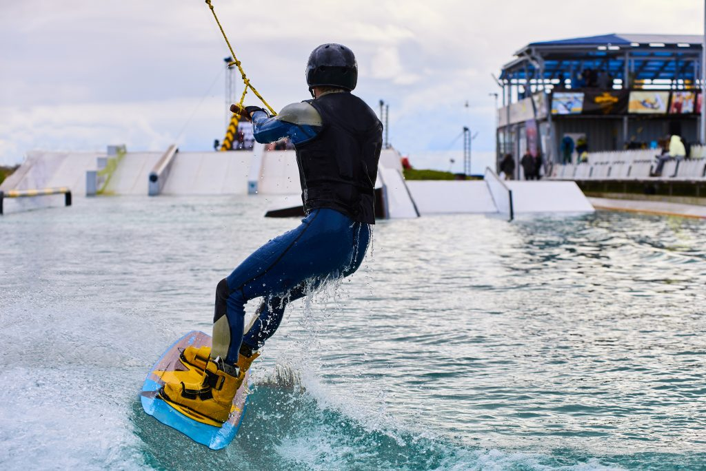 5 Wakeboarding Boots for Better Wakeboarding Eperience 3