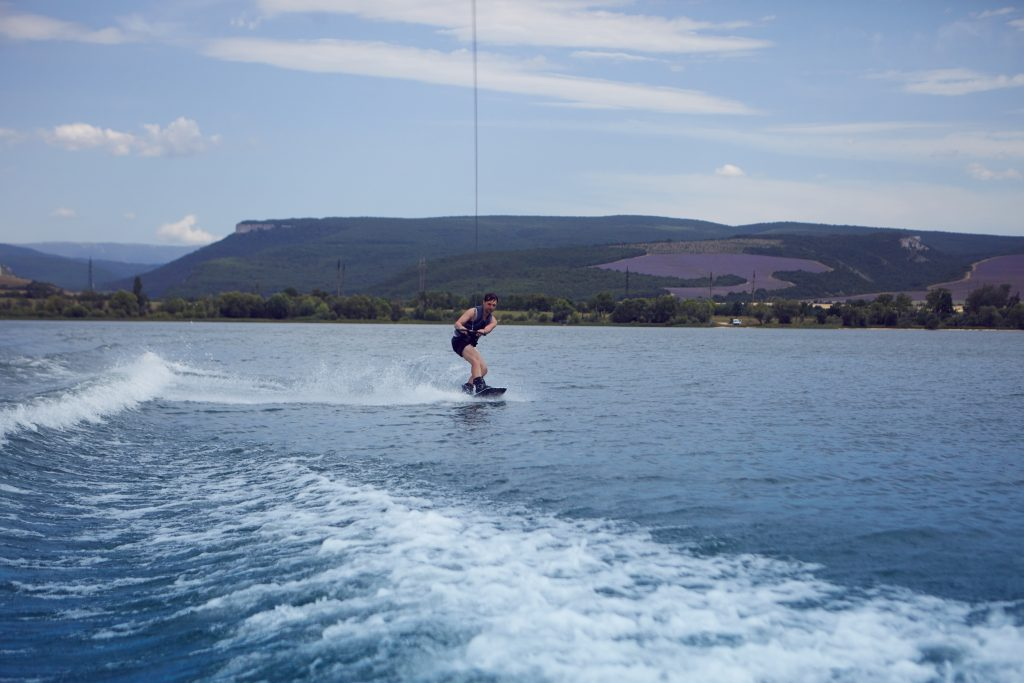 5 Wakeboarding Boots for Better Wakeboarding Eperience 2
