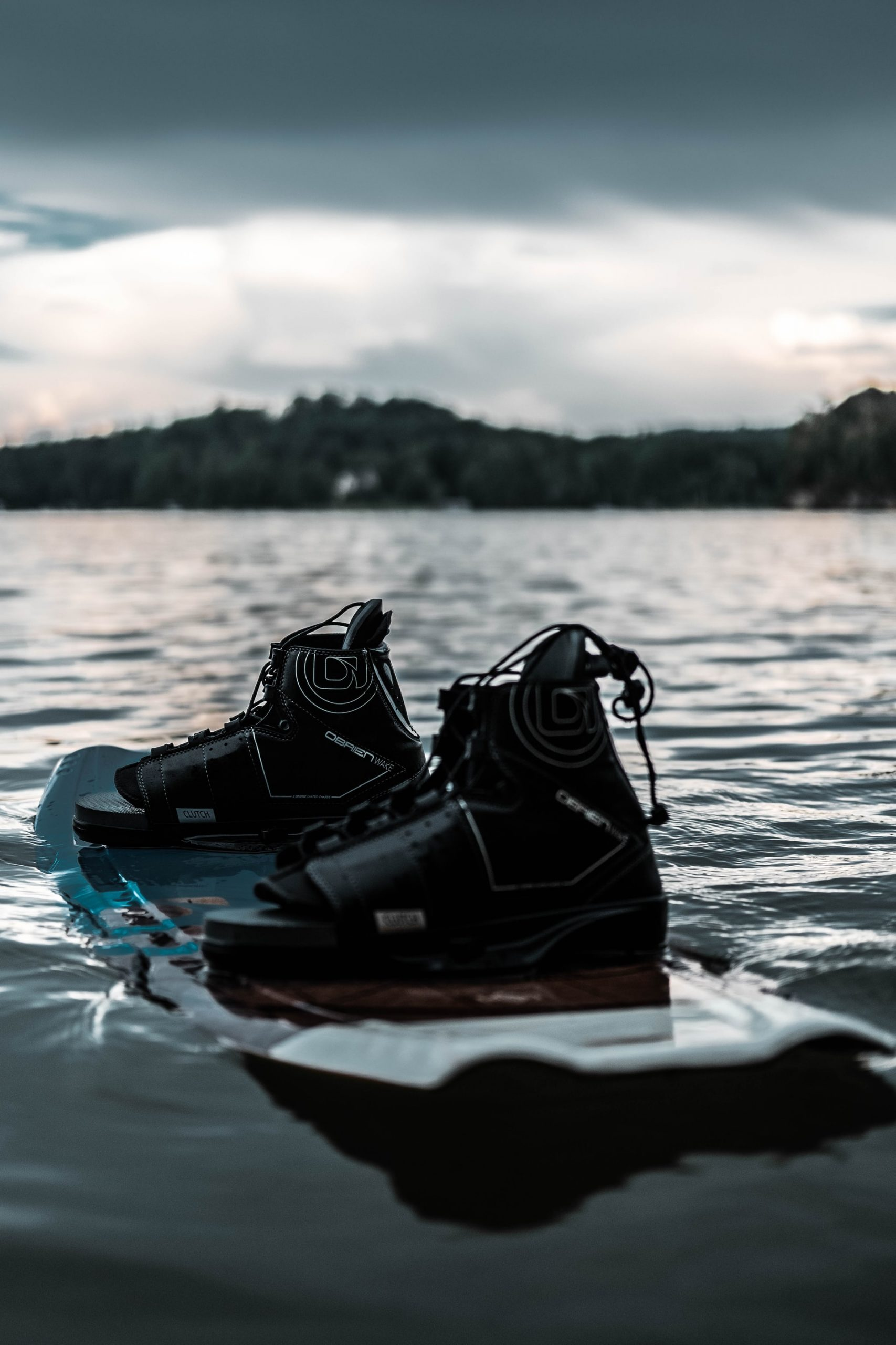 5 Wakeboarding Boots for Better Wakeboarding Eperience 1