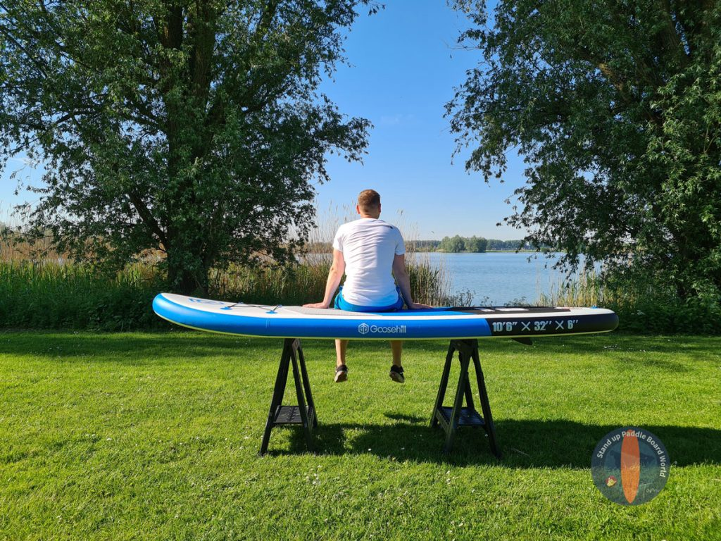 goosehill paddle board - Tom sentado